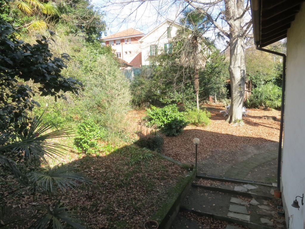 Verbania intra casa 246mq 3 camere con giardino e garage for Pianta del piano casa di 800 piedi quadrati