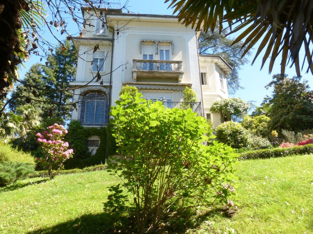 Verbania intra villa epoca 739mq con giardino for Case con 4 camere da letto con seminterrato finito in vendita