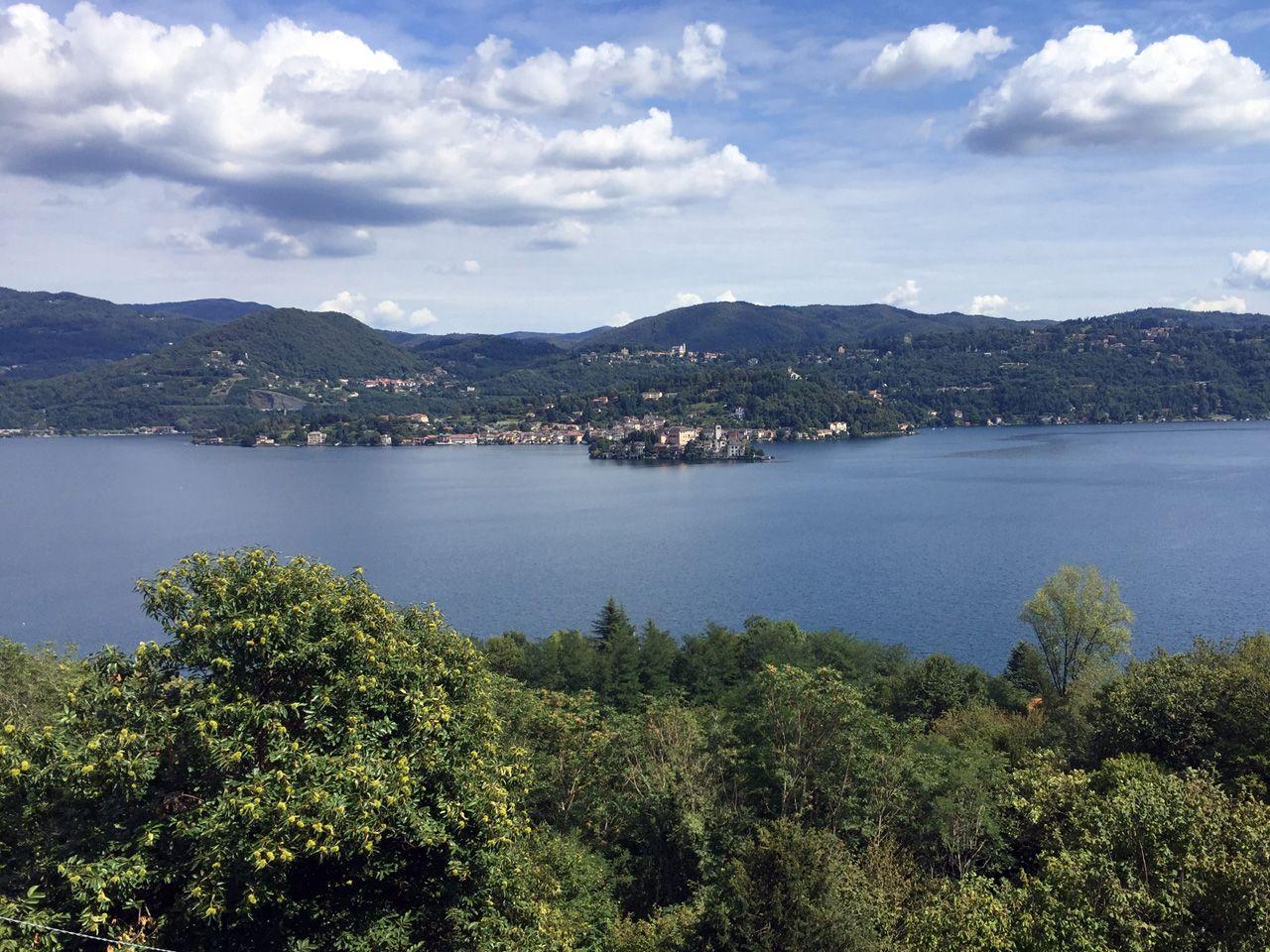 Lago d 39 orta villa epoca vista lago 702mq con giardino for Lago vista