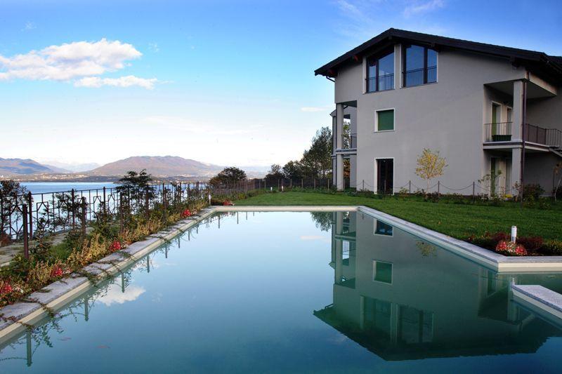 Meina appartamento vista lago con garage e terrazzo aa2326 for 3 piani di garage per auto con alloggi