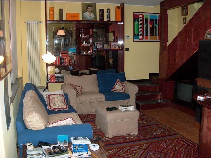 Meina appartamento con garage e giardino aa2288 for Log garage con appartamento