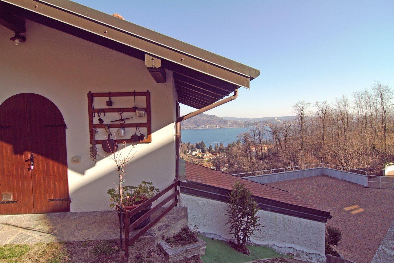 Meina casa indipendente vista lago 7 camere con giardino e for Garage con planimetrie abitative