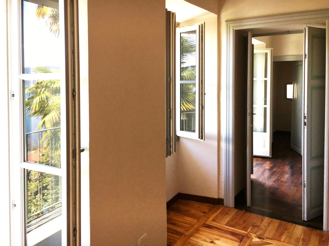 Lake view two-bedroom apartment in Oggebbio center AA2867