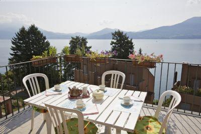 terrazza vista lago appartamento Oggebbio