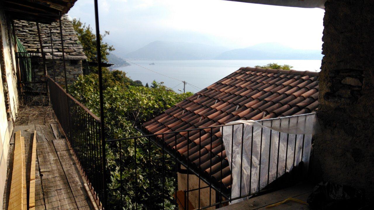 haus in oggebbio mit seeblick 40qm und terrasse. Black Bedroom Furniture Sets. Home Design Ideas