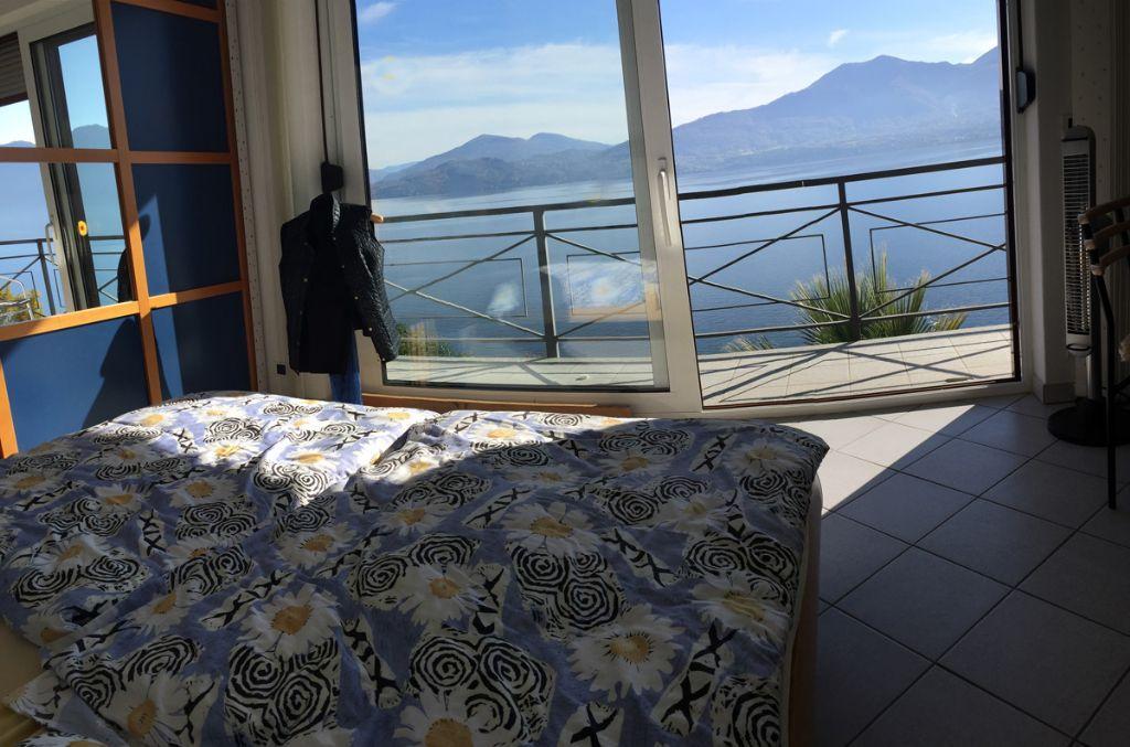 Oggebbio casa vista lago 4 camere con giardino e garage for Case con 4 camere da letto con seminterrato finito in vendita