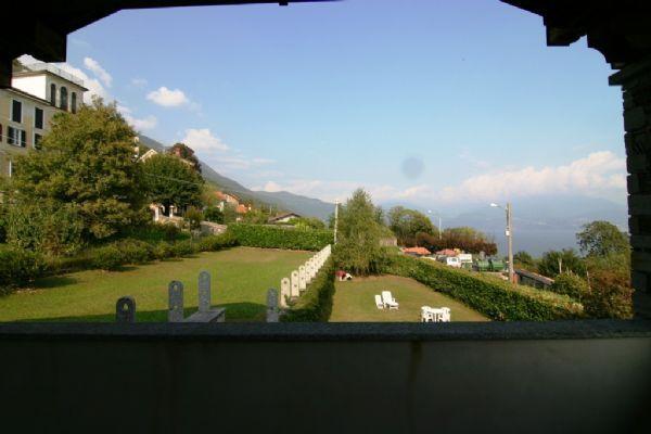 Oggebbio casa vista lago 4 camere con giardino e garage for Piani casa 3 camere da letto e garage doppio