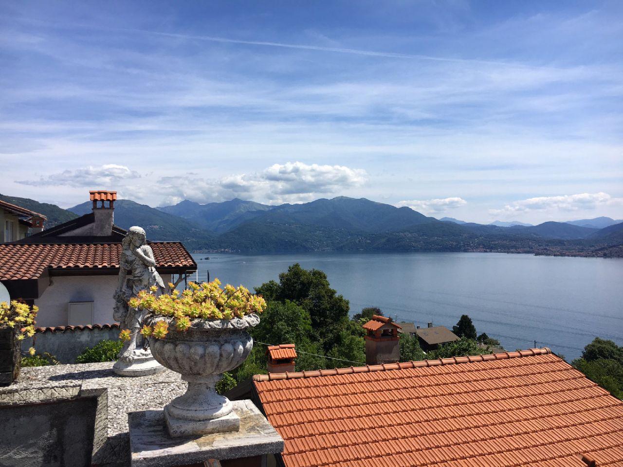 Oggebbio casa vista lago 3 camere con giardino e terrazzo for Piani casa piano unico 3 camere da letto