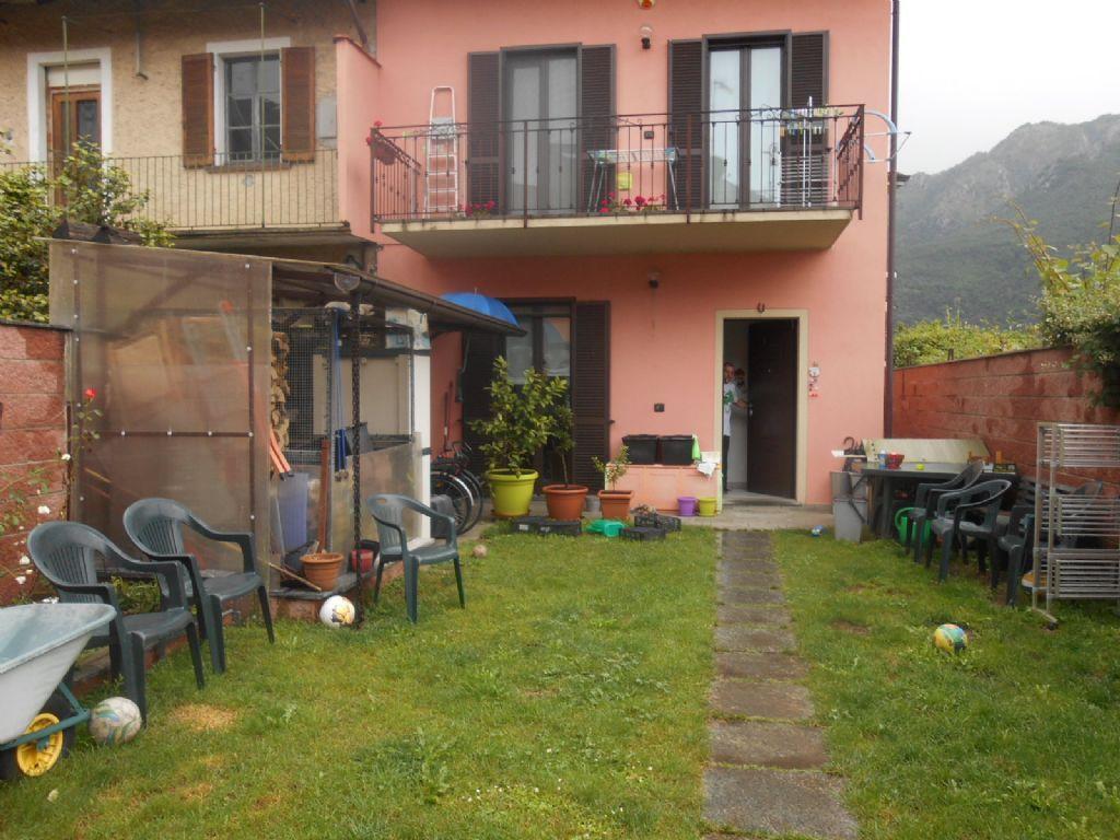 Omegna casa 100mq 3 camere con giardino e balcone for Balcone giardino