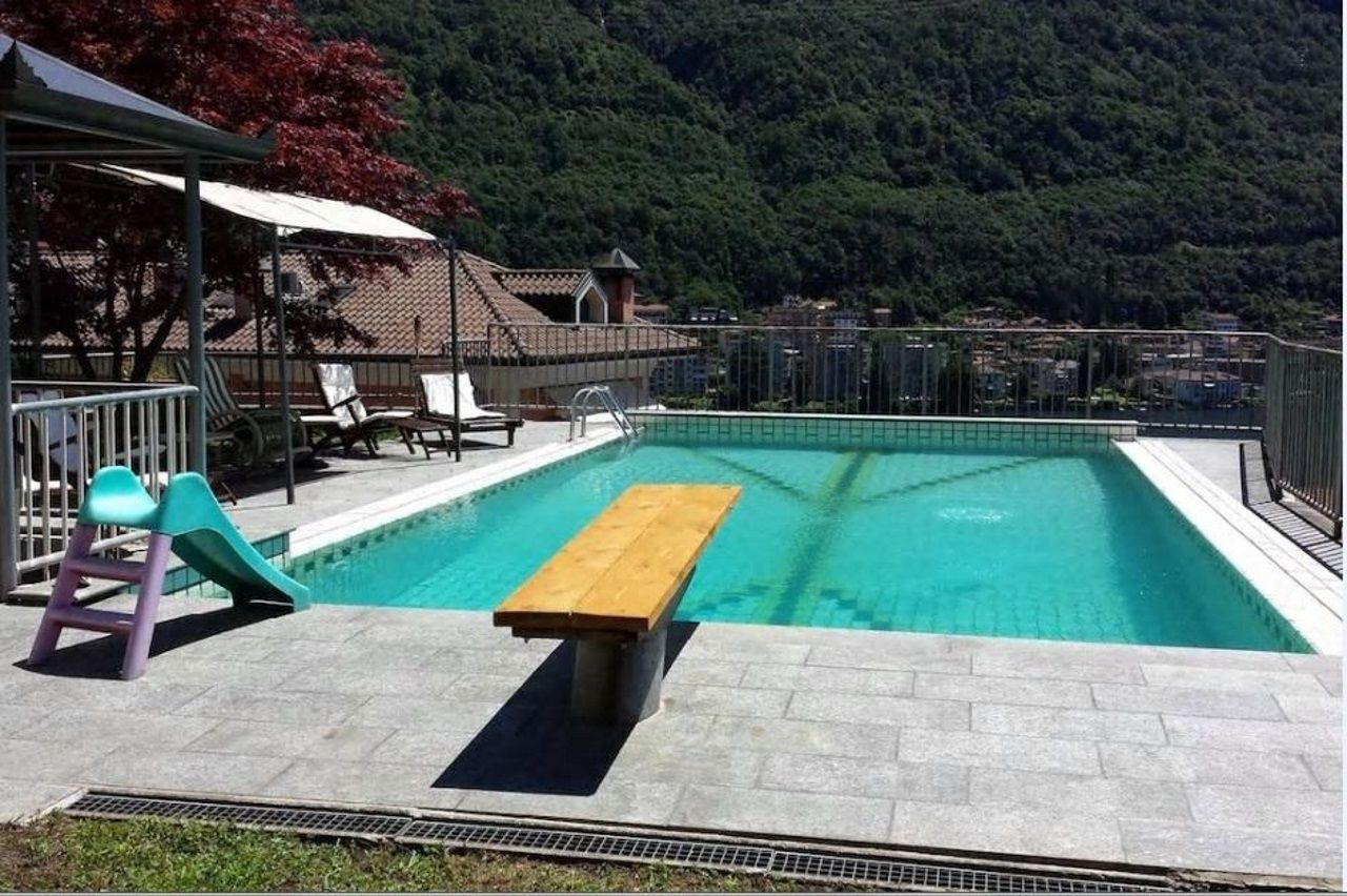 Omegna villa moderna vista lago 510mq con piscina - Villa moderna con piscina ...