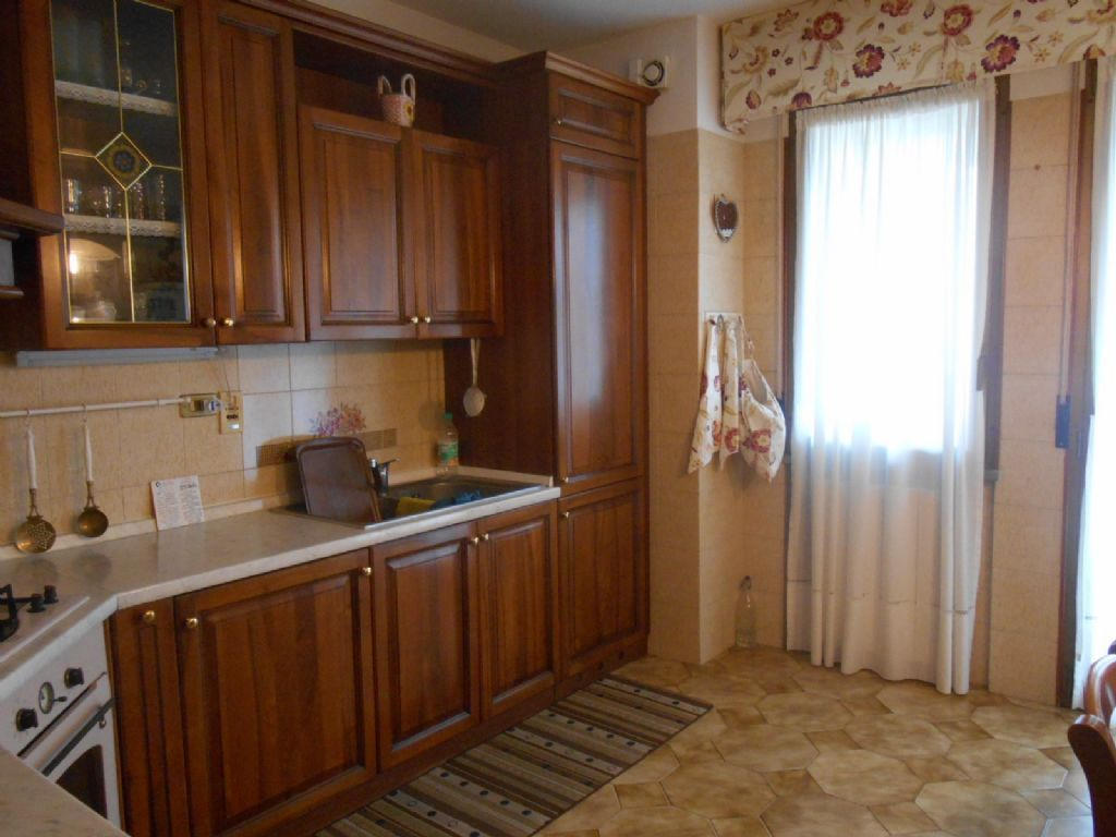 Verbania pallanza appartamento con garage e terrazzo aa2547 for Garage 30x40 con appartamento