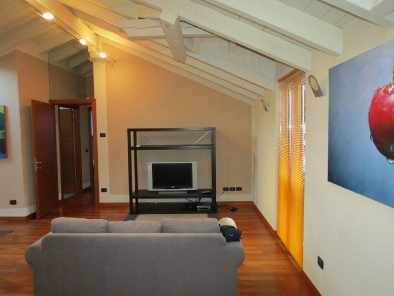 Verbania pallanza appartamento con garage aa2536 for Garage in metallo con appartamento