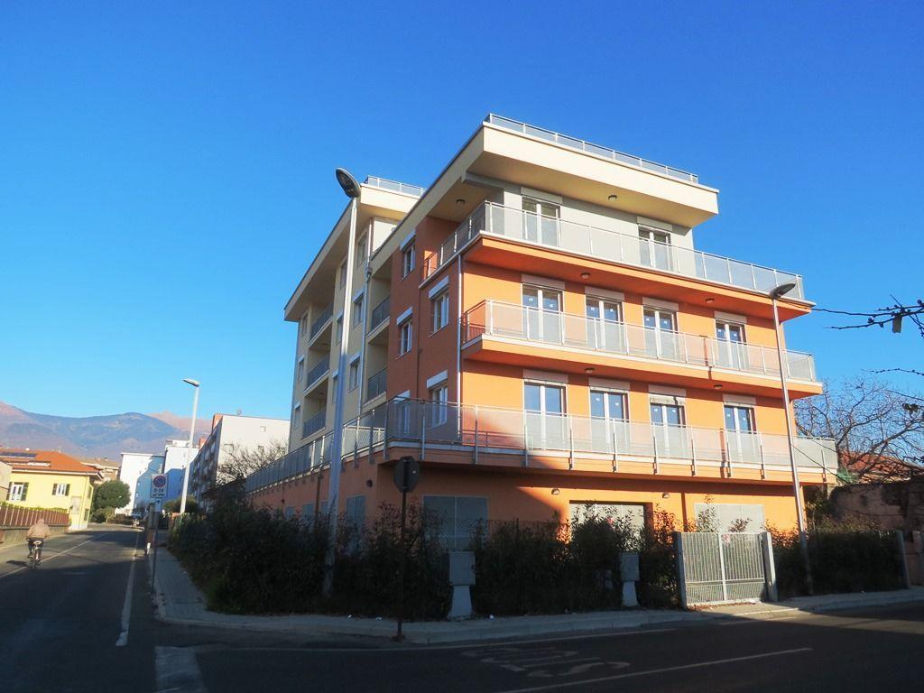 Verbania pallanza appartamento nuovo con garage aa2349 for Garage con planimetrie abitative