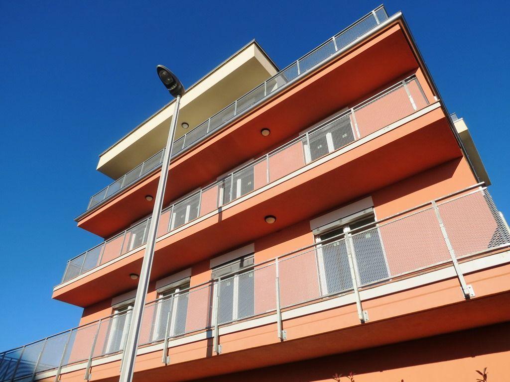 Verbania pallanza appartamento nuovo con garage aa2353 for Garage con planimetrie abitative
