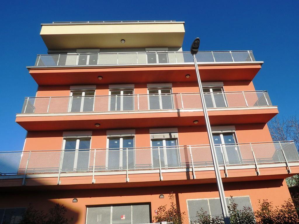 Verbania pallanza appartamento nuovo con garage aa2353 for Garage in metallo con appartamento