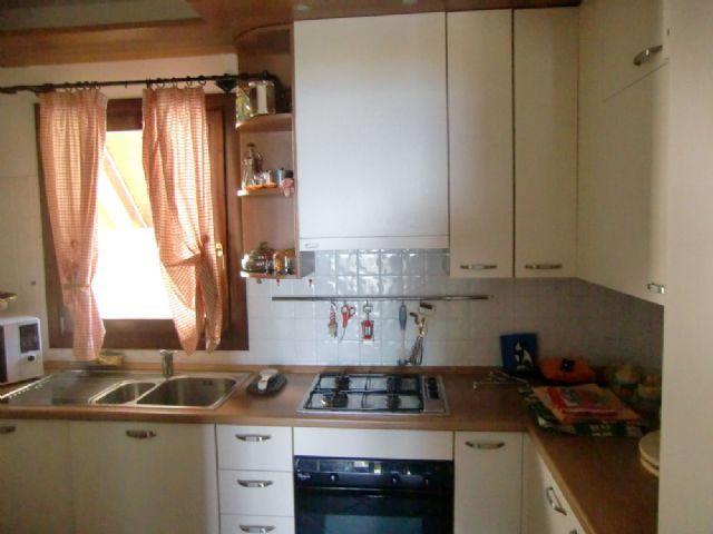 Premeno appartamento vista lago con garage e giardino aa1911 for Log garage con appartamento