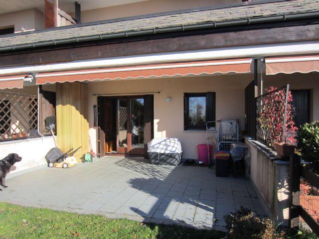 Premeno appartamento con garage e giardino aa1747 for Log garage con appartamento