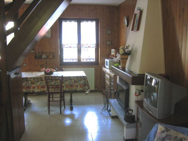 Premeno appartamento con garage e balcone aa1550 for Garage 30x40 con appartamento