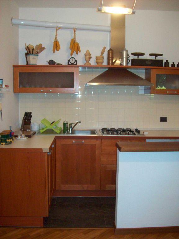 Premeno appartamento con garage e giardino aa2555 for Garage con appartamento in cima
