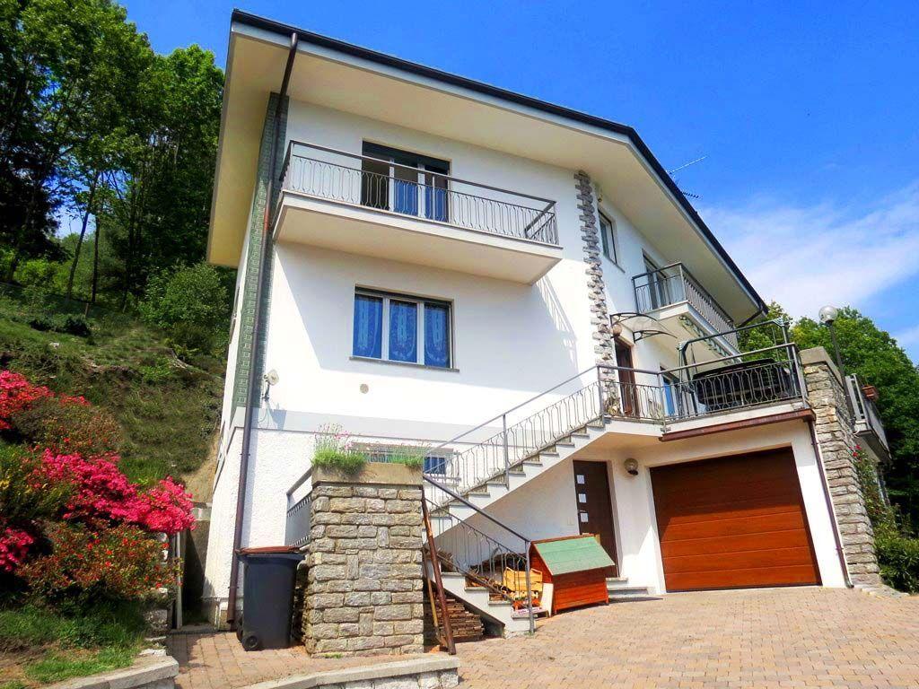 premeno casa vista lago 300mq 3 camere con giardino e garage. Black Bedroom Furniture Sets. Home Design Ideas