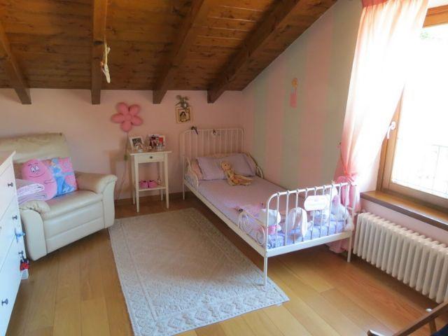 San bernardino verbano casa vista lago 4 camere con for Case con 4 camere da letto con seminterrato finito in vendita