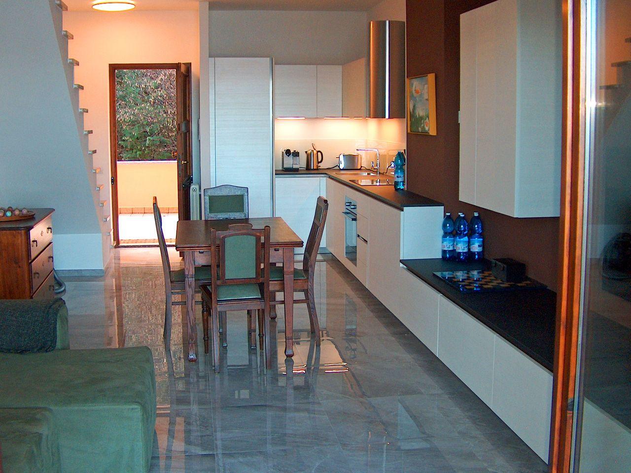 wohnung kaufen in stresa mit seeblick und terrasse. Black Bedroom Furniture Sets. Home Design Ideas