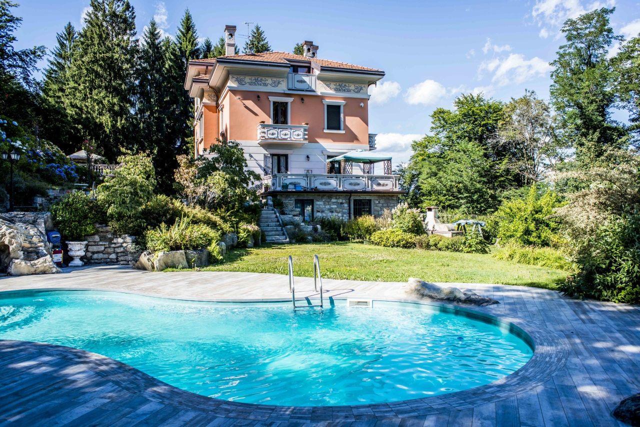 Stresa villa 692mq con piscina - Villa con piscina ...