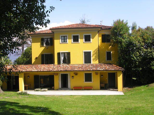 Stresa villa epoca 500mq con giardino for Case anni 80 ristrutturate