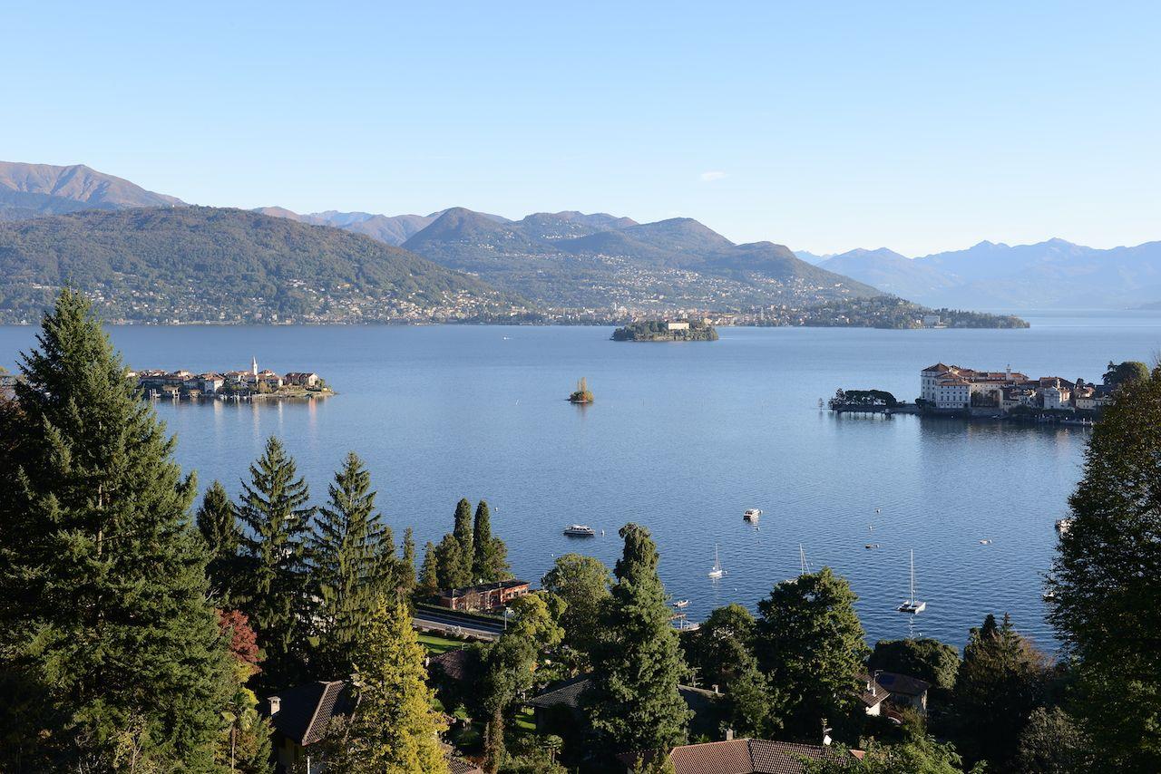 vista lago villa dora