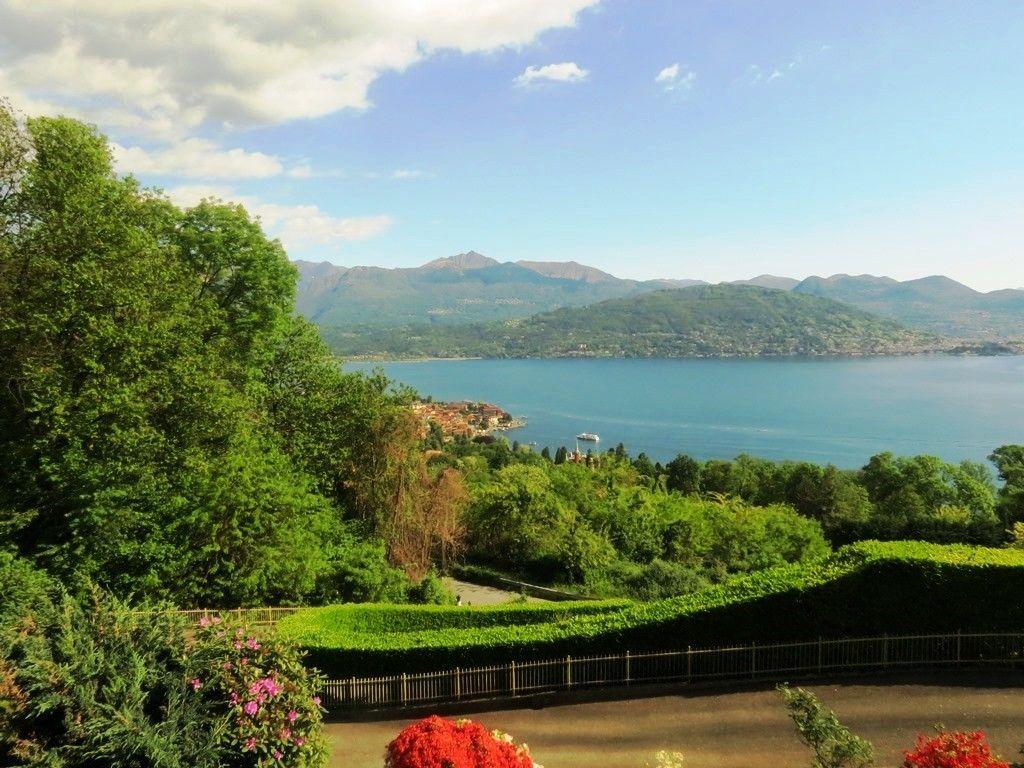 Stresa villa vista lago 450mq con giardino for Lago vista