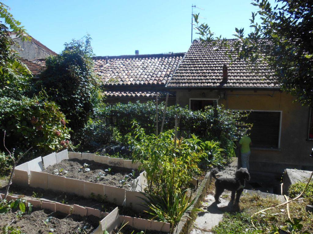 Verbania suna appartamento con giardino aa2550 case e for Case e giardini