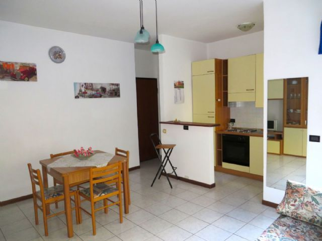 Verbania suna appartamento con garage e balcone aa2012 for Garage 30x40 con appartamento