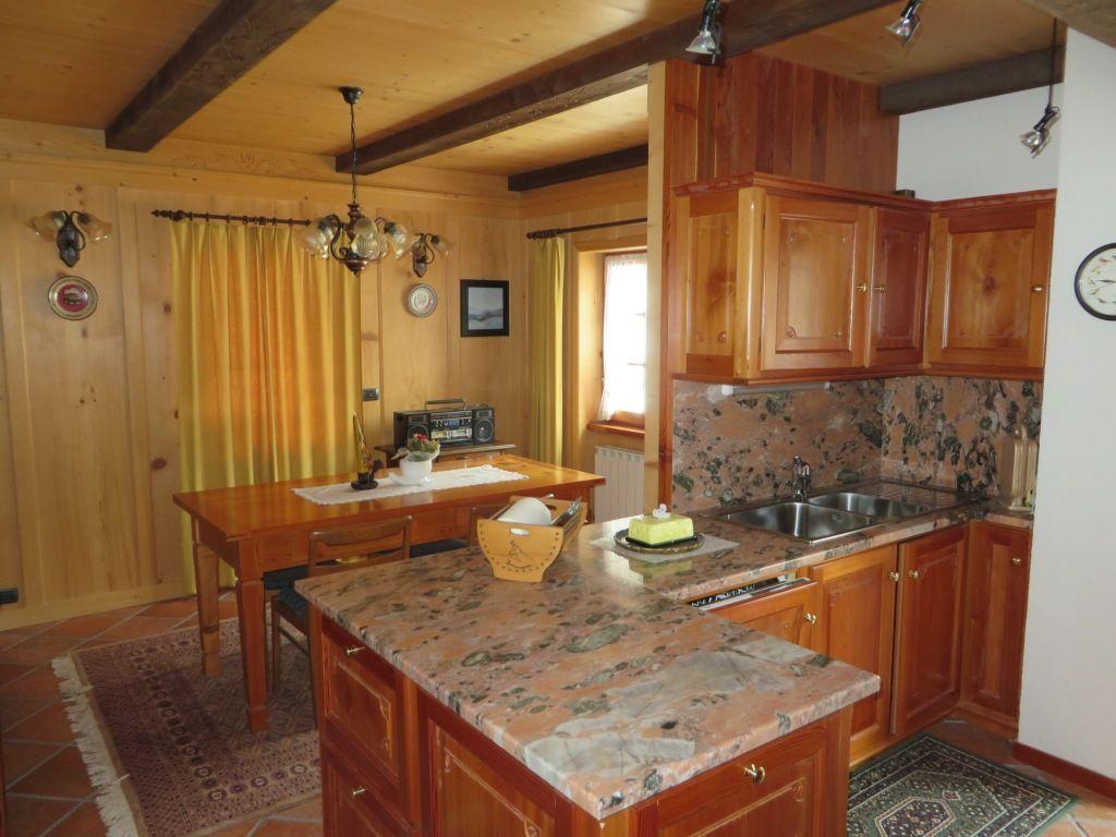 valle formazza casa 200mq 3 camere con giardino e garage