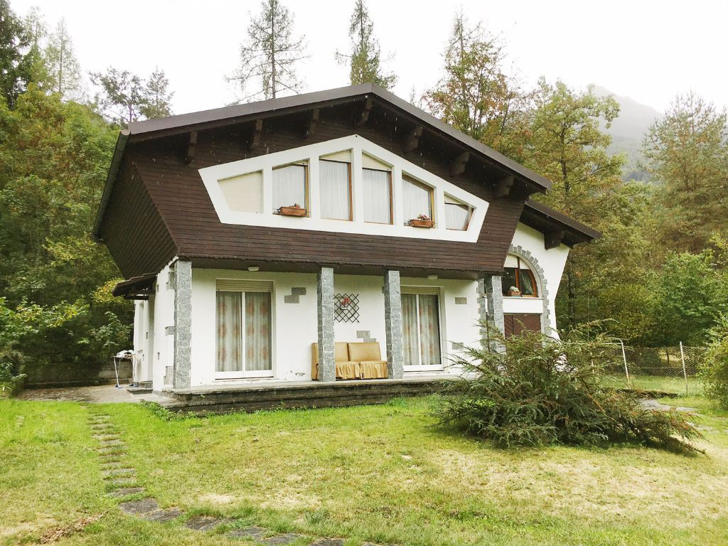 Valle vigezzo villa 150mq con giardino for Immagini giardini case