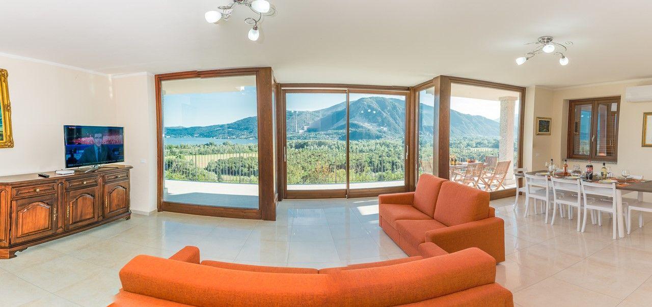 Verbania fondotoce casa vista lago 4 camere con giardino for Case con 4 camere da letto con seminterrato finito in vendita