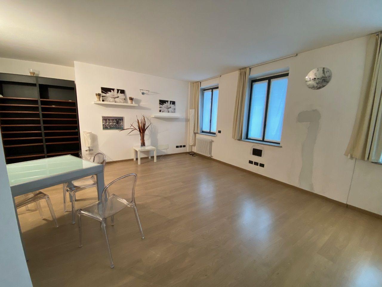 21 Zimmer Wohnung in Verbania Intra Zentrum mit Lift AA21