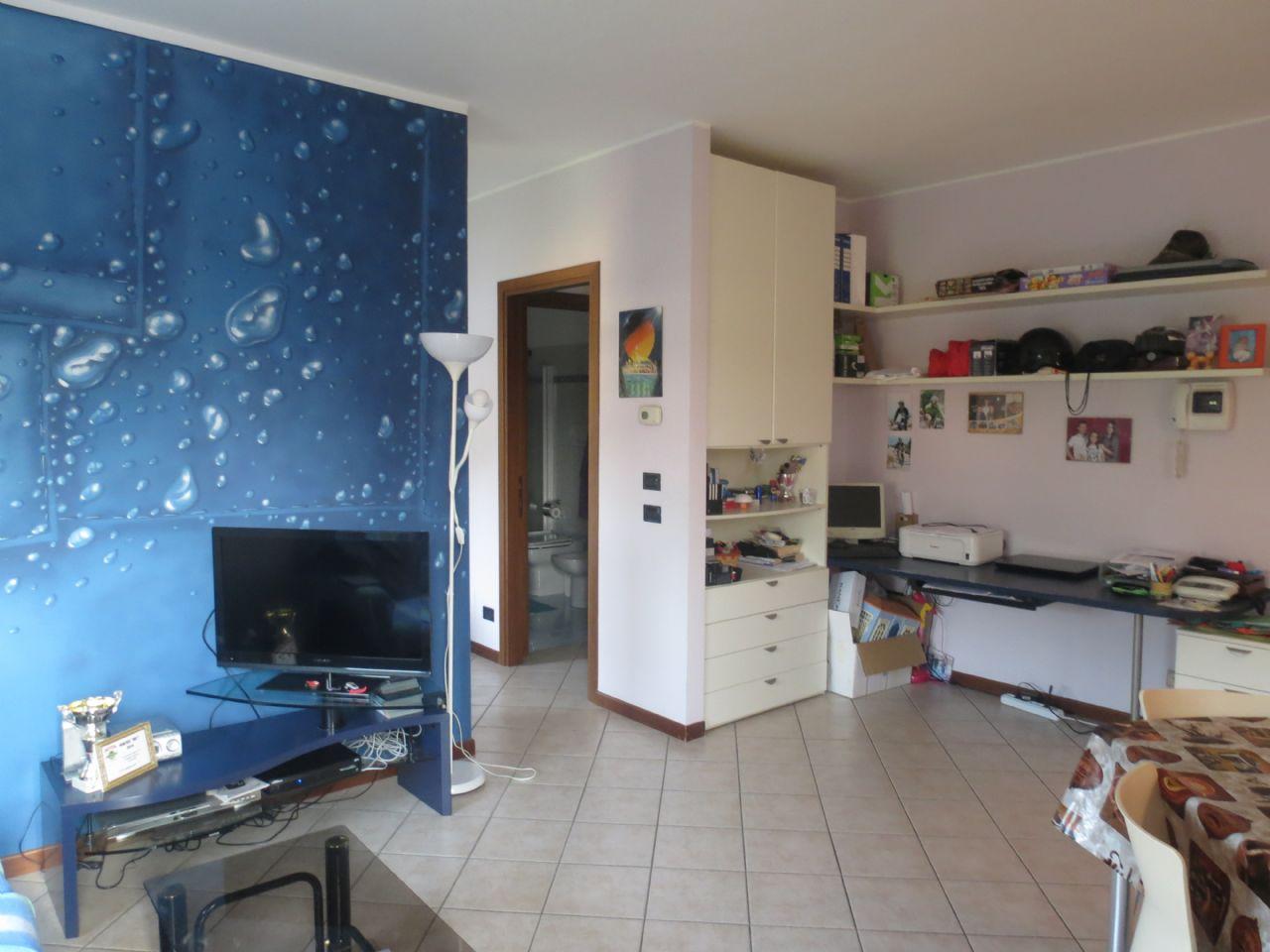Verbania intra appartamento con garage e balcone aa2743 for Garage in metallo con appartamento