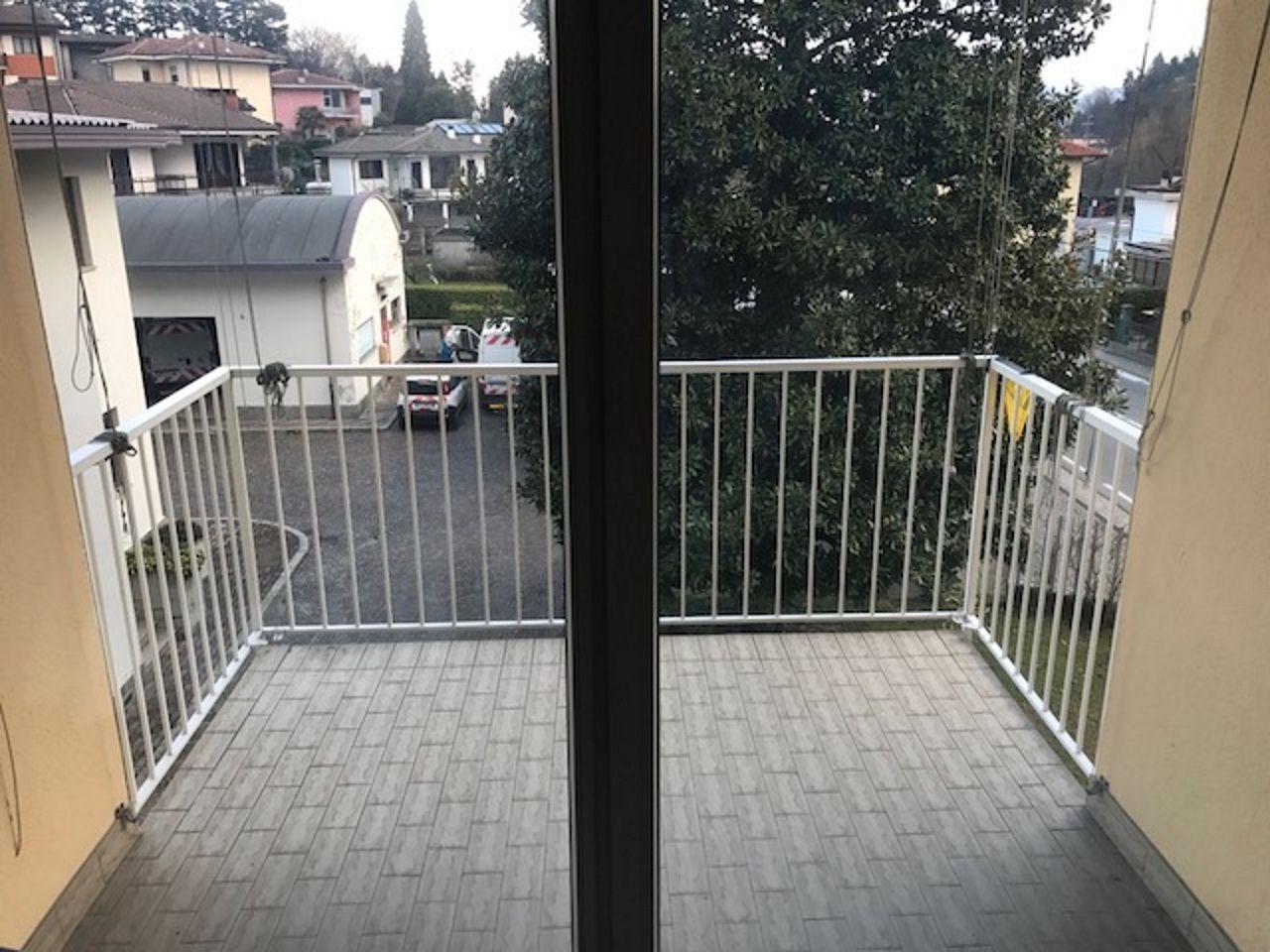 Verbania Intra appartamento con terrazzo AA2851