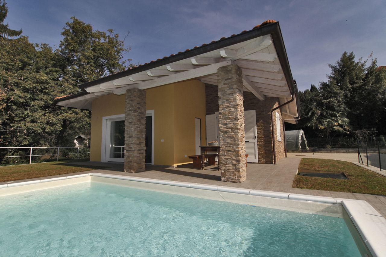 Verbania intra casa indipendente camere con piscina e garage