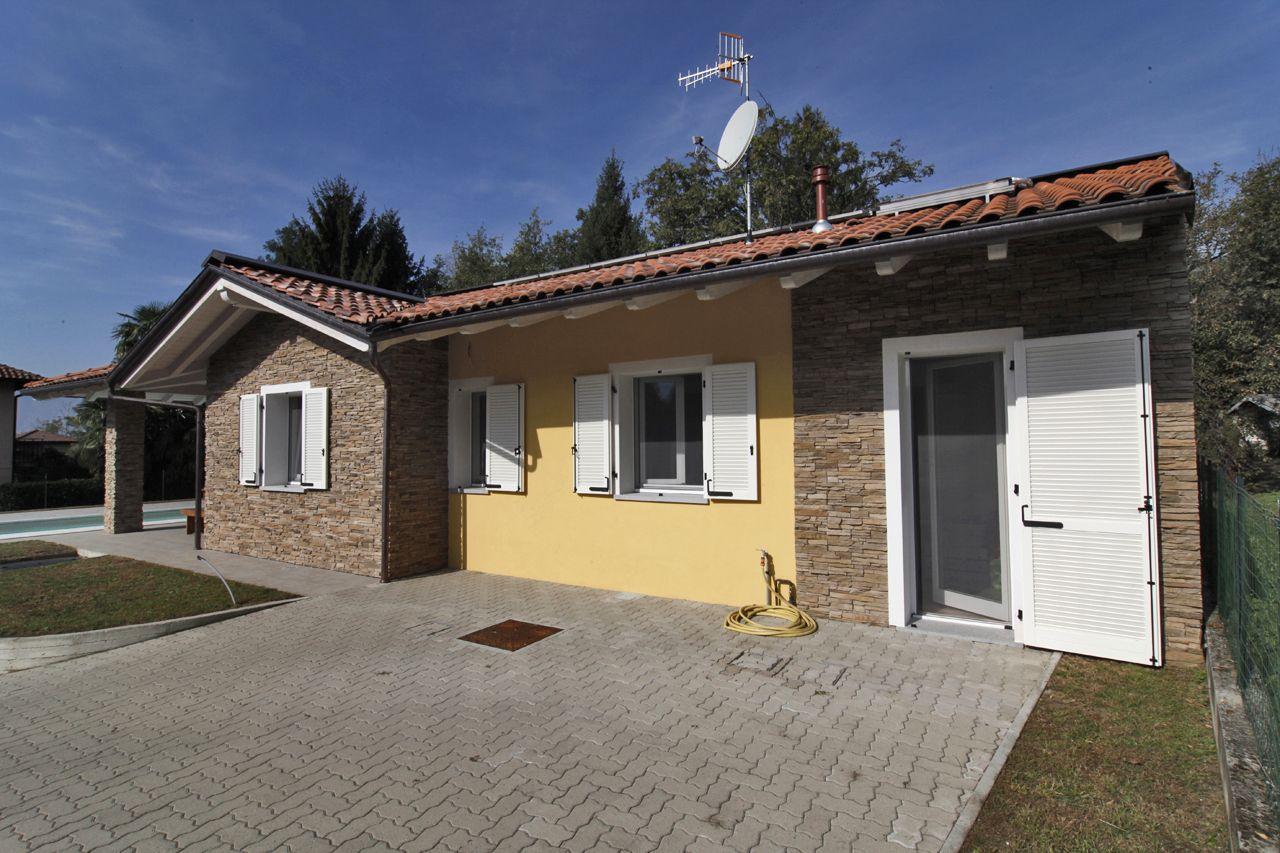 Illuminazione esterna casa indipendente esterno casa con giardino villa indipendente con - Illuminazione in casa ...