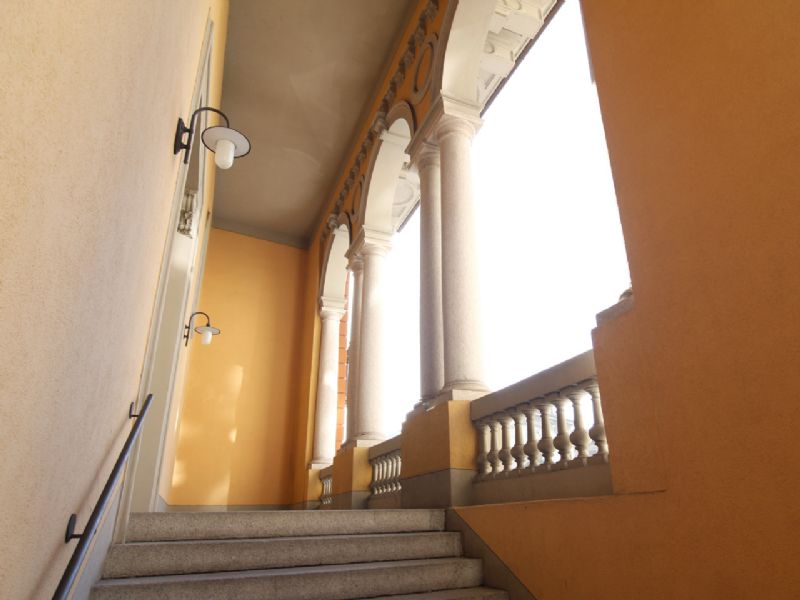 Apartment in center of Pallanza - entrance staircase