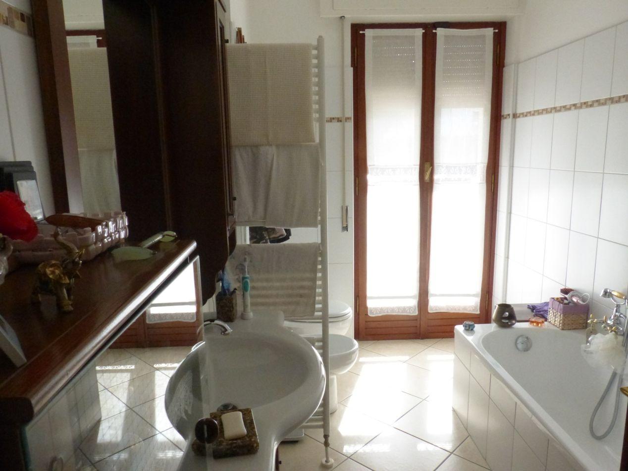 Verbania pallanza appartamento con garage e balcone aa2685 for Garage 30x40 con appartamento