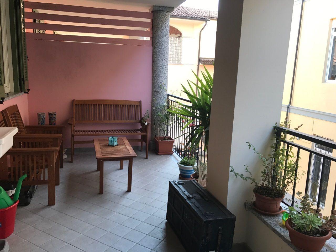 Verbania pallanza appartamento con garage e terrazzo aa2754 for Garage in metallo con appartamento