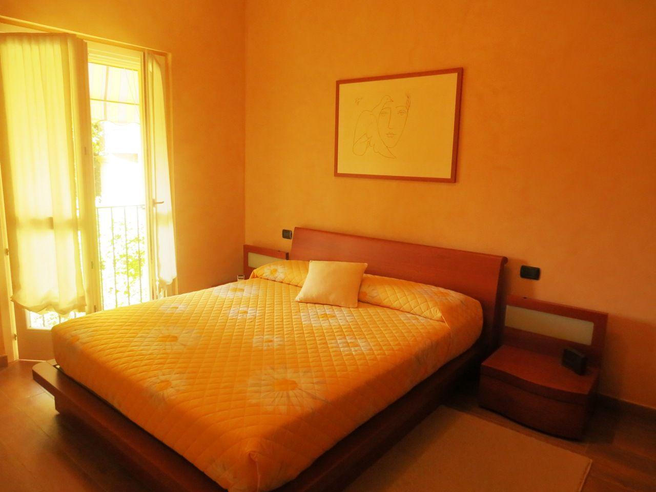 Verbania pallanza casa indipendente 3 camere con giardino for Cabina con avvolgente portico