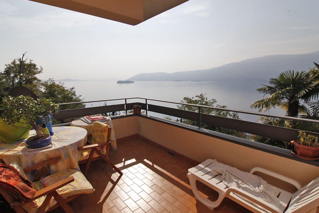 Verbania suna appartamento vista lago con ascensore aa1580 for Appartamento lago