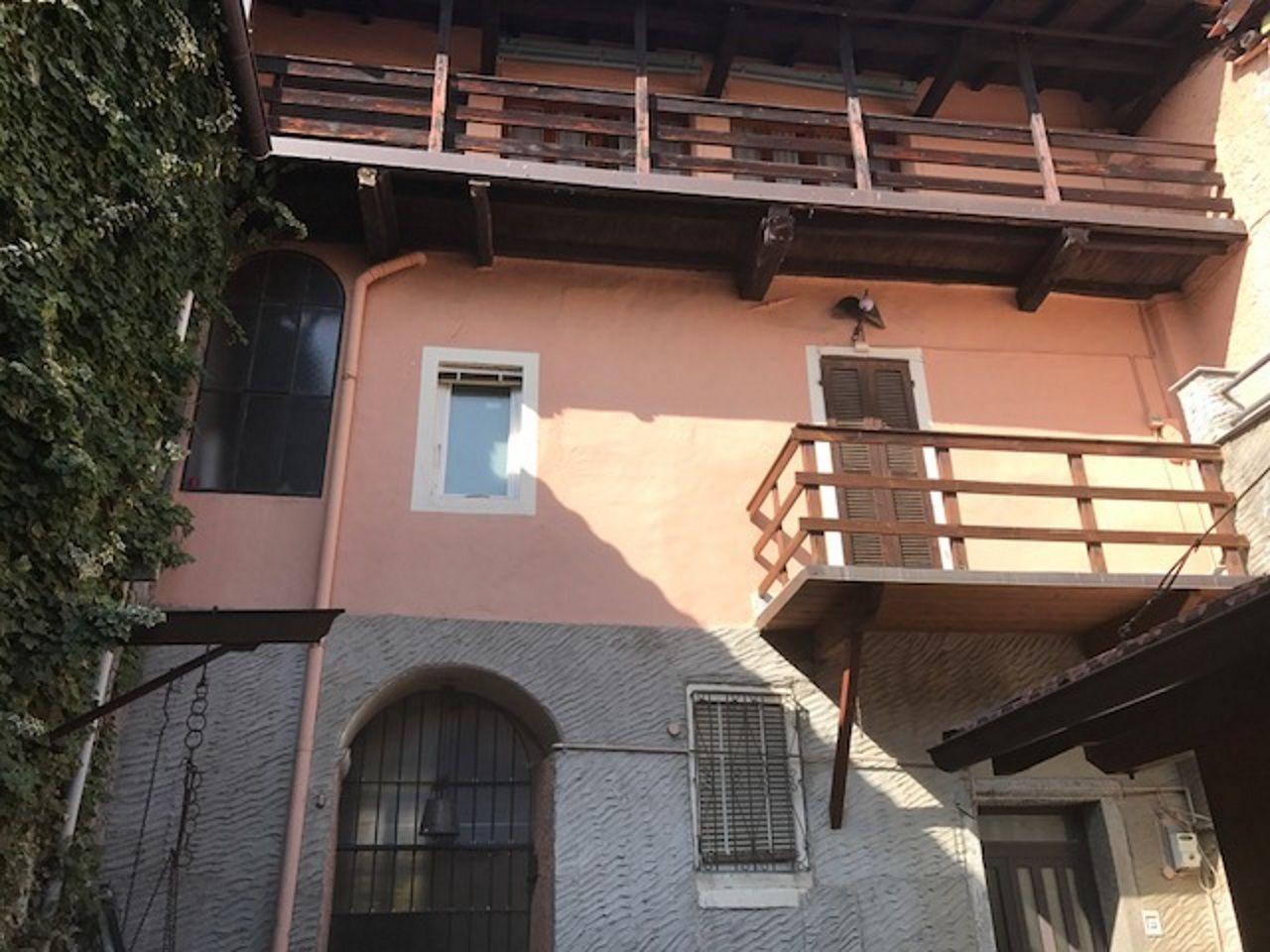 Verbania Suna Casa 100mq 3 Camere Con Giardino E Garage Case E