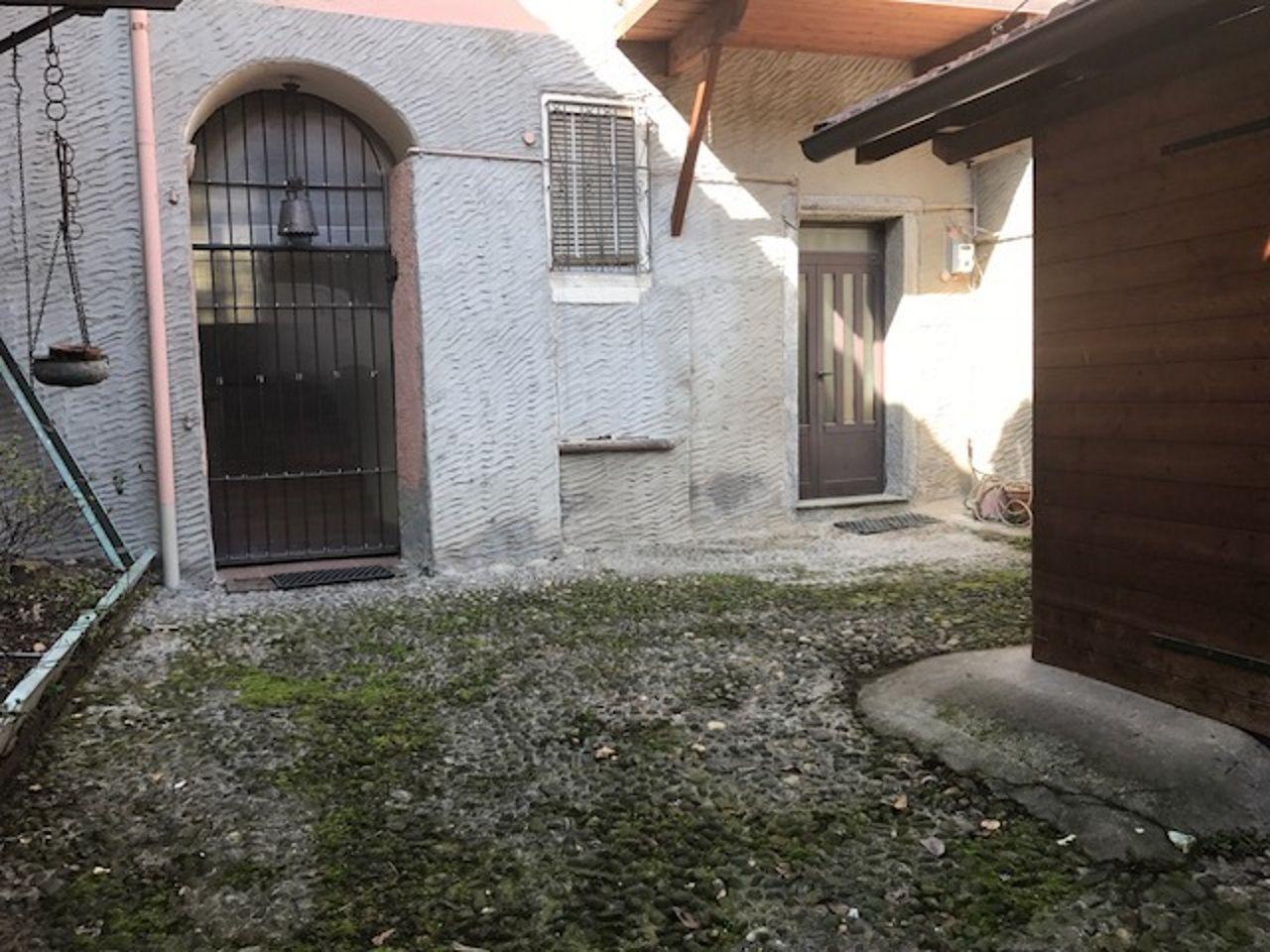 Verbania suna casa 100mq 3 camere con giardino e garage for Giardino 100 mq