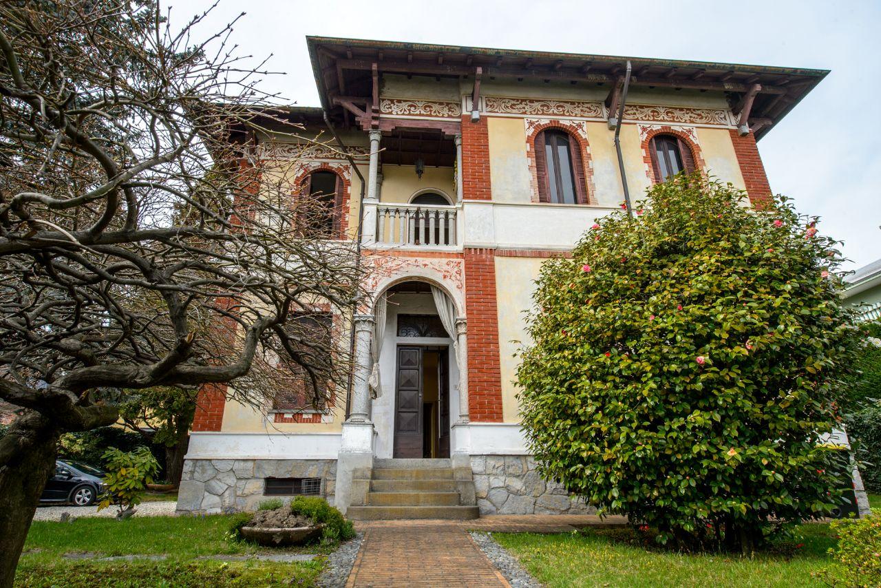 Verbania Villa Epoca 100mq Con Giardino