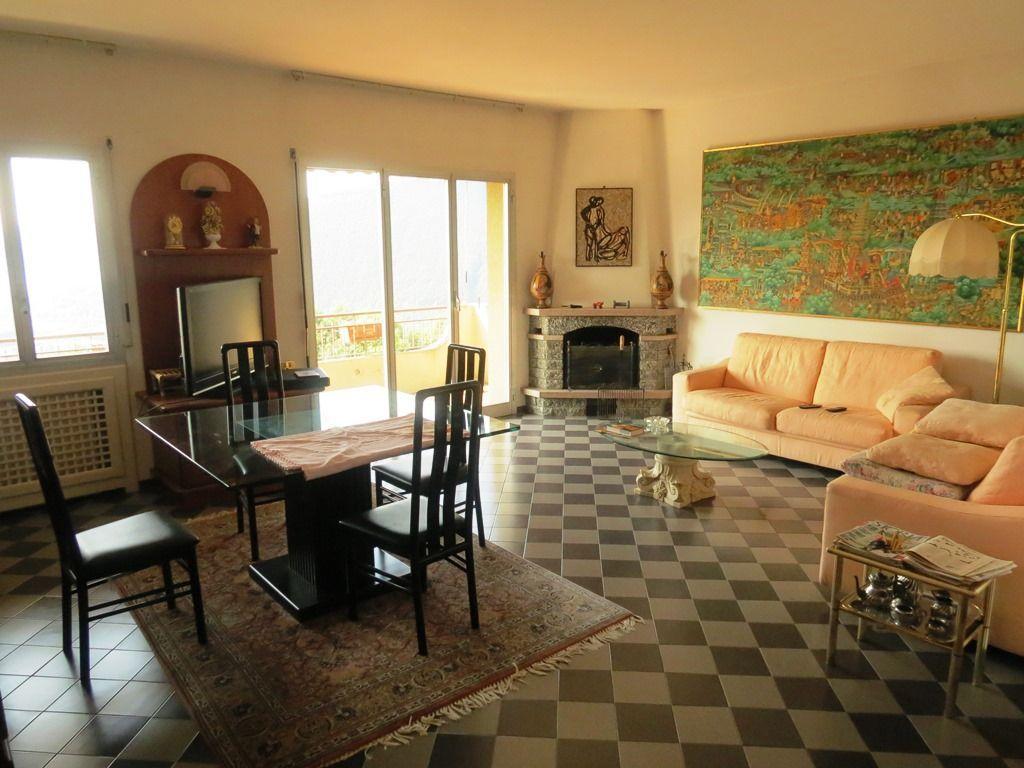 Vignone appartamento vista lago con garage e terrazzo aa2284 for Log garage con appartamento