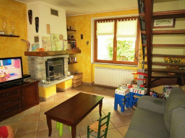 Vignone appartamento con garage e terrazzo aa1801 for Garage per auto singola con appartamento